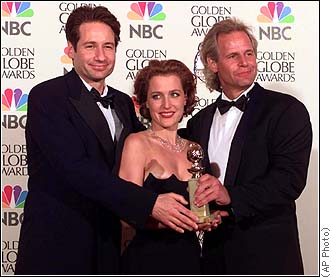 David Duchovny, Gillian Anderson and Chris at The Golden Globe Awards, 1998